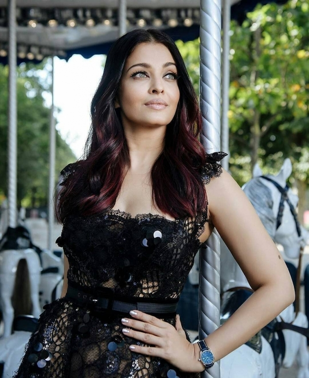 Aishwarya Rai di Paris from Instagram @bollywood