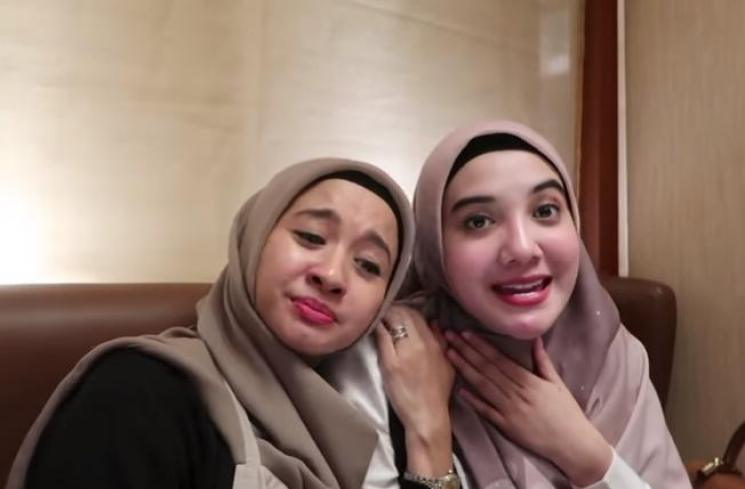 Laudya Cynthia Bella dan Zaskia Sungkar. (YouTube/LCB Channel)