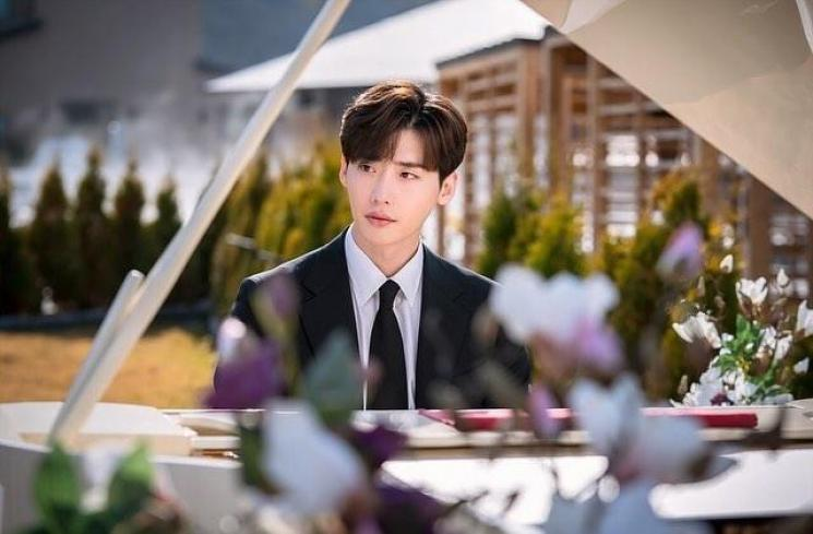 Lee Jong Suk di Romance is a Bonus Book (Instagram/@jongsuk0206)