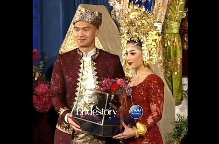 Nikita Willy dan Indra Priawan. (Instagram/@bridestory)