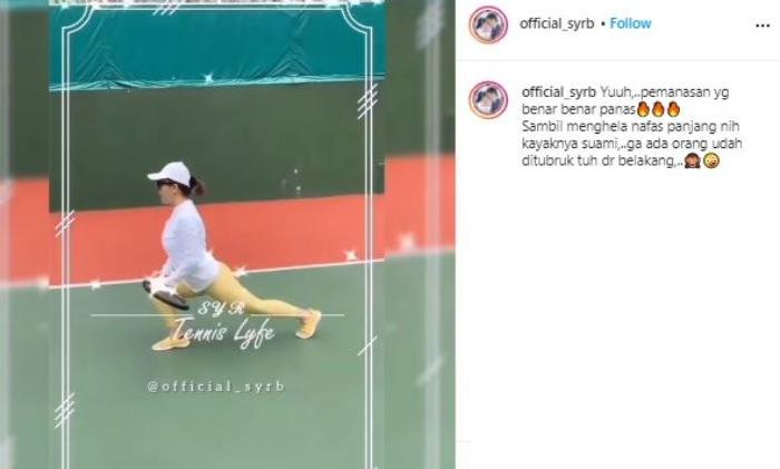 Syahrini main tennis. (Instagram/@official_syrb)