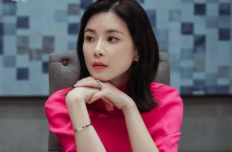 Lee Bo Young di Mine (Instagram/@tvndrama.official)