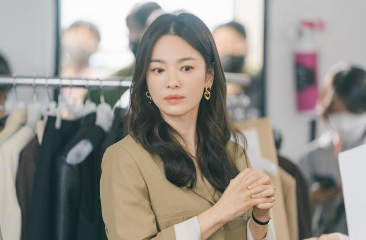 Song Hye Kyo di Now, We Are Breaking Up (Soompi)
